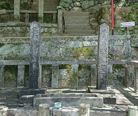 龍馬と中岡の墓